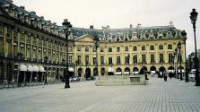 800 ezer eurónyi ékszernek kelt lába a párizsi Ritzből