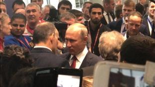 Bakuban tárgyal Putyin