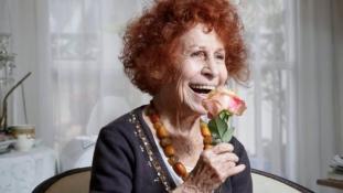 Meghalt az írónő, akinek rokonai a feledést választották Auschwitz után