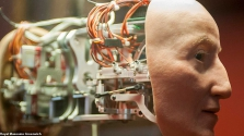 Robotként éled fel I. Erzsébet angol királynő