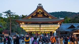 A turisták imádják a hajnali városnéző túrákat Japánban