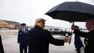 Tud-e esernyőt használni Donald Trump? – videó