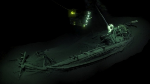 Hatalmas felfedezés: 2400 éves a világ legrégebbi hajóroncsa