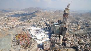 Villám csapott a mekkai Óratoronyba – videó
