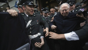 Ferenc pápa megfosztotta tisztétől a pedofília miatt elítélt chilei papot