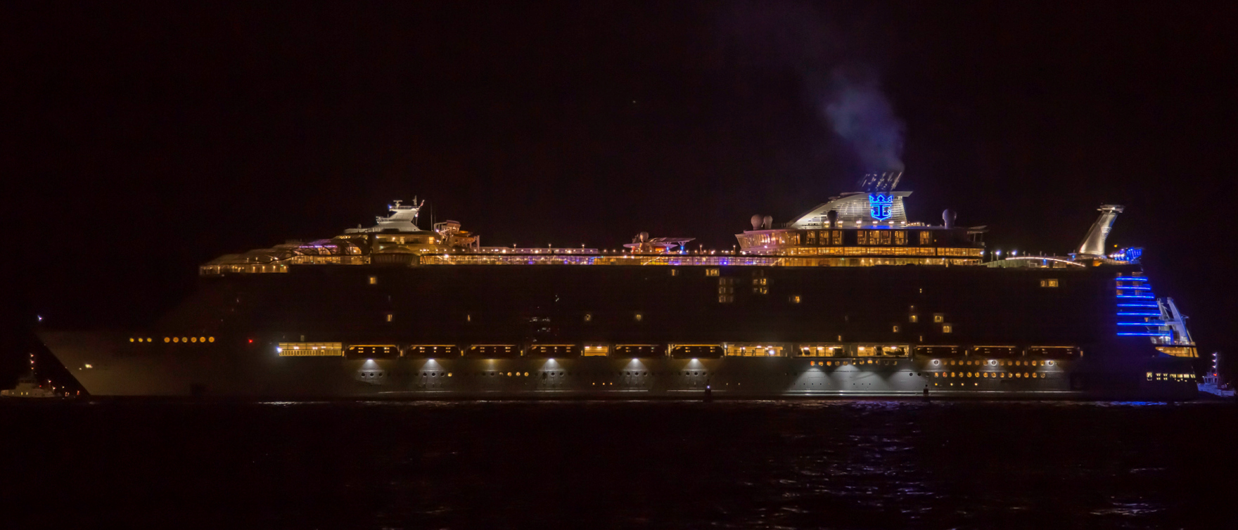 Symphony_of_the_Seas_in_Saint-Nazaire,_France_(25739213827)