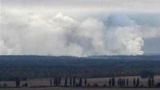 Robbanássorozat a lőszerraktárban Ukrajnában – videó
