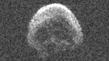 Koponyaalakú égitest közelít a Földhöz