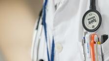 Külföldi orvosok ezreit világítják át Angliában egy álpszichiáter miatt