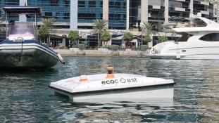Szemétevő úszó drón tisztítja meg Dubaj kikötőit
