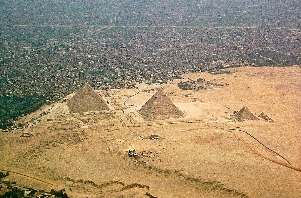 1024px-Giza-pyramids