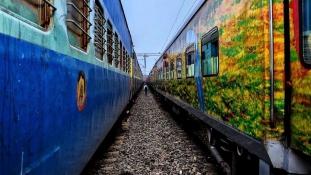 Túlélte, hogy a feje fölött elment a vonat – videó