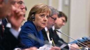 Mit látott Merkel Kijevben?