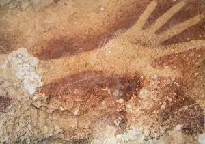 v2-Borneo-cave-painting-hand-print