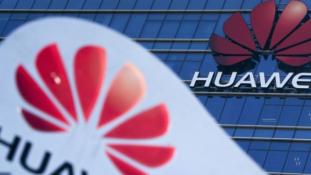 Trump ki akarja tiltani Amerikából a Huawei és ZTE készülékeket