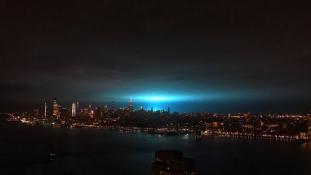 Hatalmas robbanás festette türkizre az eget New Yorkban