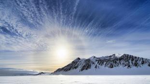 Rekord az Antarktiszon: egyedül szelte át a földrészt egy 33 éves amerikai