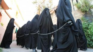 Ötéves kislány meggyilkolásával vádolnak egy német dzsihádharcos nőt