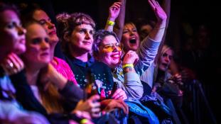"""Törvényt sértett a """"csak nőknek"""" zenei fesztivál"""