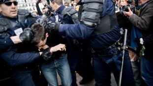 300 eurót kapnak a morgolódó francia rendőrök karácsonyra