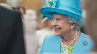 A királynő épp úgy utazik a vonaton, mint bárki más