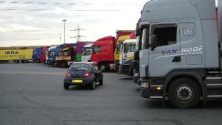 Kelet-nyugati kamionos háború?
