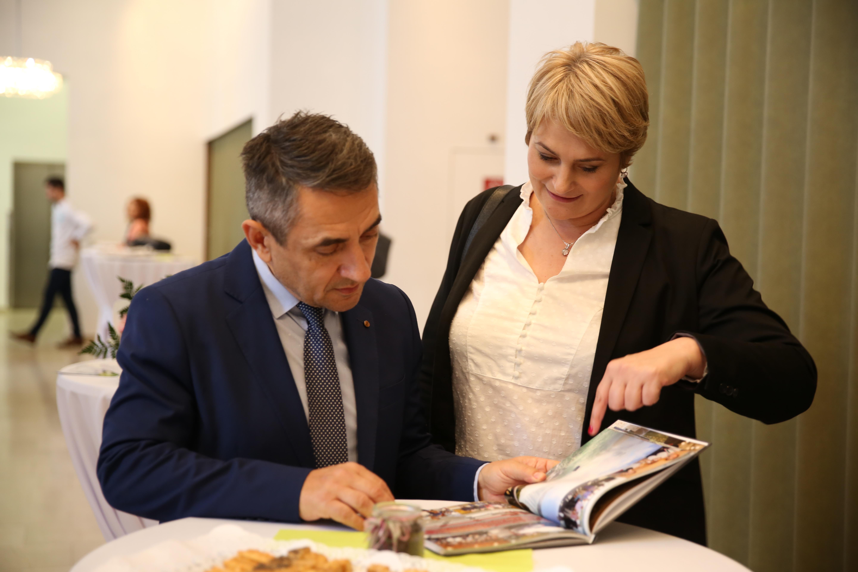 Potápi Árpád János nemzetpolitikáért felelős államtitkárral Bécsben, a Mátyás király-konferencia szünetében
