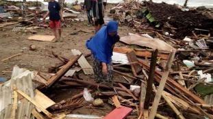 Újabb karácsonyi cunami – tengerár Indonéziában