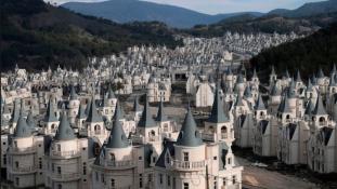 Így fest ma Törökország 200 millió dolláros szellemkastély városa