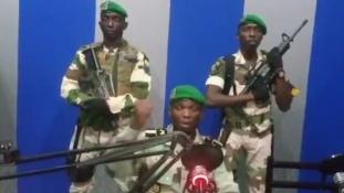 Katonák ragadták magukhoz a hatalmat az olajban gazdag Gabonban