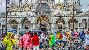 Velencében napi belépőt vezethetnek be a turistáknak