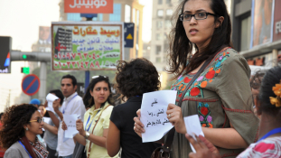 Halálra késelték a férfit, aki egy nő védelmére kelt Kairóban
