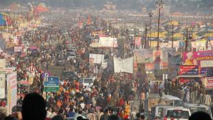 A világ legnagyobb vallási zarándoklata – 130 millióan a Gangesz partján