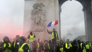 Még mindig tüntetnek a sárga mellényesek Franciaországban