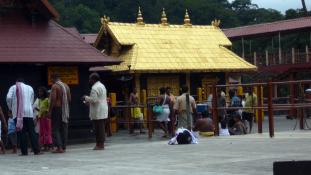 Történelmi fordulat: nők az eddig tiltott hindu templomban