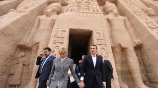 Macron elnök: vékony jégen táncolok!