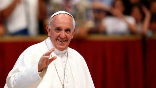 Ferenc pápa a virtuális függőségtől óvta a fiatalokat Panamában