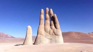 Mit üzen az Atacama-sivatag hatalmas kézfeje?
