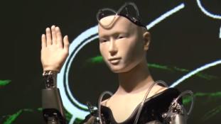 Robotszerzetes tanítja a buddhizmust egy japán kolostorban