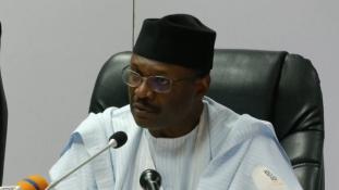 Dráma Nigériában: az utolsó pillanatban halasztották el az elnökválasztást