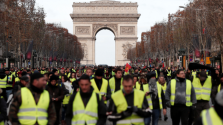 Macron elítélte a sárga mellényesek antiszemitizmusát