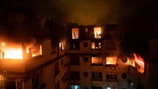 Tűz az Eiffel-torony közelében – legkevesebb 8 halott