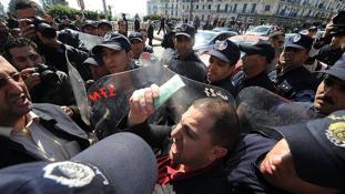 Tüntetés a sajtószabadságért Algériában