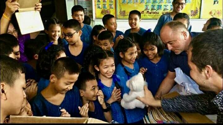 Bangkok - Iskolai adomanyozas 03