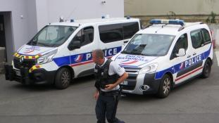 Hét év börtön a turistanőt megerőszakoló francia rendőröknek