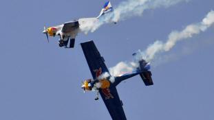 Két vadászgép ütközött a levegőben – videó