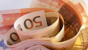 Pénzzel teli borítékokat rejtett el valaki egy spanyol falu postaládáiban