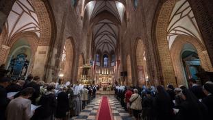 Lengyel püspöki kar: 382 pap követett el pedofil bűnöket
