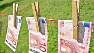 Egyelőre nem lesz európai feketelista a pénzmosásról
