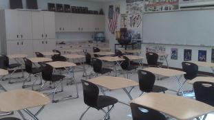 A tanárnő az osztályteremben szexelt diákjával